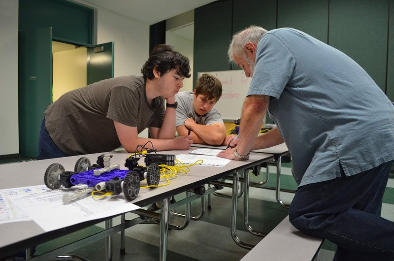 RIVER OAKS ACADEMY CHARTER ROBOTICS Hands-on STEM ENRICHMENT
